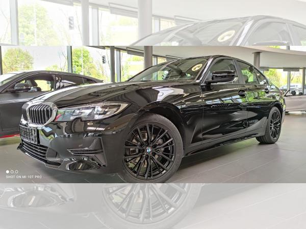 BMW 320 e Lim. HYBRID Advantage 18'' M-FELGEN BLACK + M LEDERLENKRAD EDITION AKTION