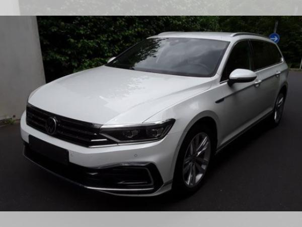 Volkswagen Passat Variant DSG 1,4 TSI BMT - GTE - AHK IQ.LIGHT Standhzg Garantie