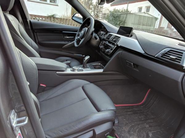 Foto - BMW 330 Touring Modell M Sport