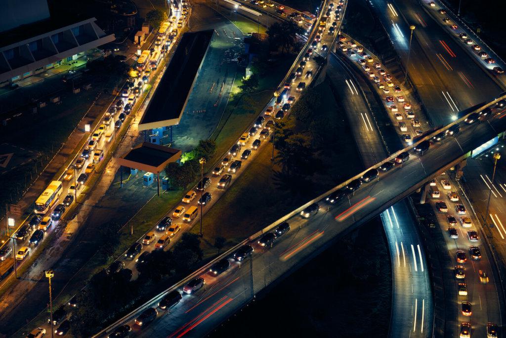 stau auf autobahn bei nacht