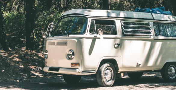 oldtimer bus in weiß