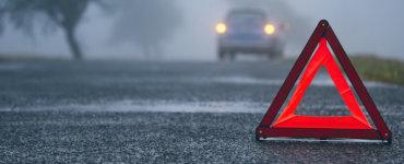 warndreieck nach autounfall