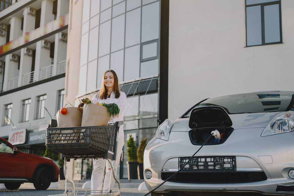 elektroauto am supermarkt kostenlos laden