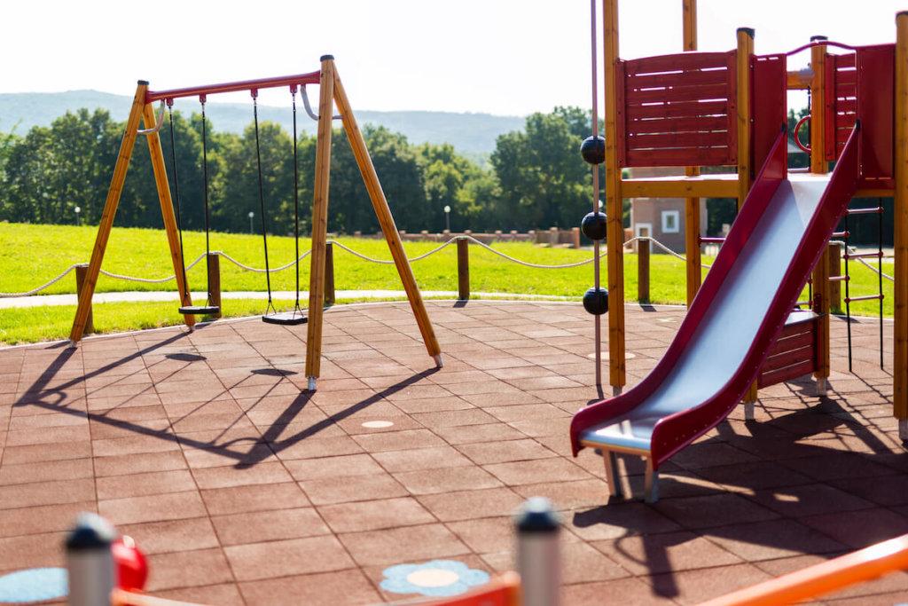 kinderspielplatz an einer raststaette